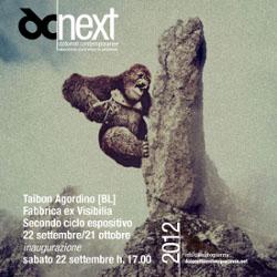 locandina dell'evento con un gorilla su uno sperone di roccia