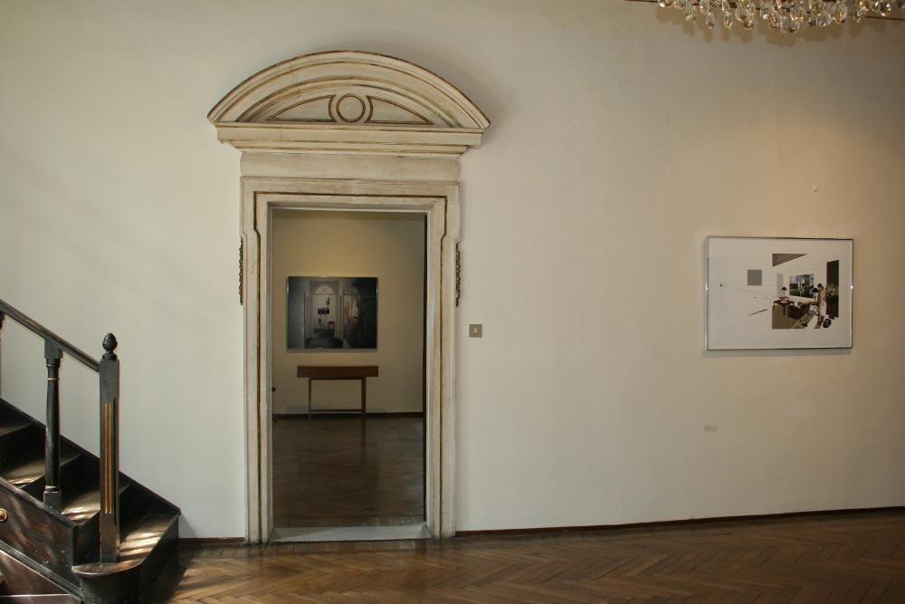 veduta di due sale di palazzetto tito, in particolare la decorazizone della porta