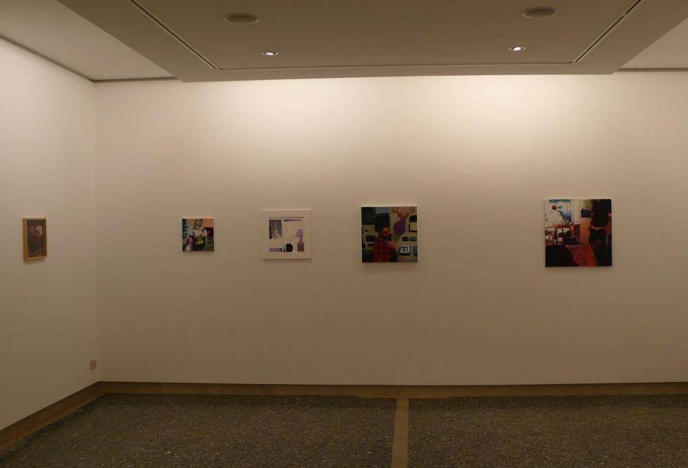 sala espositiva della galleria di piazza S. Marco con quadri appesi