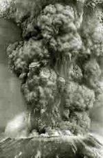 fotografia a grandi pixell dell'eruzione di un vulcano