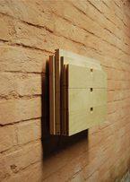 bassorilievo in legno realizzato a partire da una cassettiera ikea assemblata
