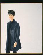 ritratto di una donna dai capelli scuri, molto minuta, vestita di nero con un sopprabito