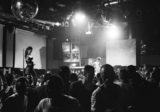 immagine in bianco e nero di un concerto
