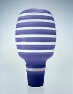 vaso a forma di lampadina viola e bianco