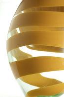 particolare del vaso giallo e trasparente