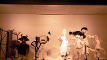 spettacolo di burattini durante una performance degli Xijing Men